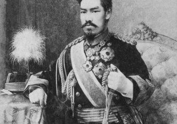 遺影・考9- 絵でできた肖像写真-明治天皇の御真影